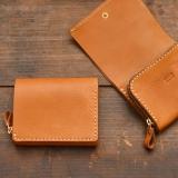 コンパクトでもメイン財布として使える小型の二つ折り財布「革鞄のHERZ公式通販」