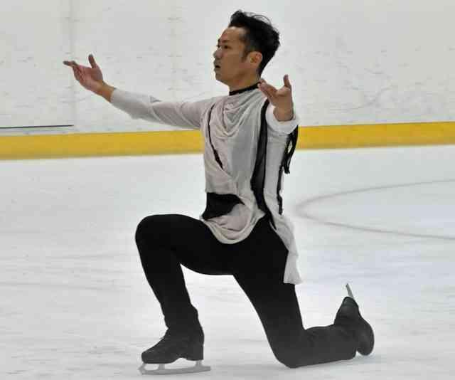 高橋大輔 復帰戦で首位発進「緊張からの開放感はやっぱりいい」ジャンプ全て着氷