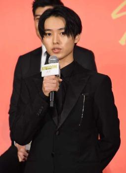 映画「キングダム」主演は山崎賢人 吉沢亮、長澤まさみ、橋本環